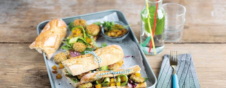 Sandwich mit Petersilien-Falafel und Mango Chutney