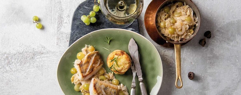 Filet vom Zander an Kartoffelgratin und fruchtigem Weintrauben-Sauerkraut