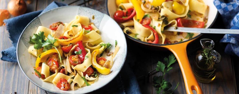 Caponata mit Pasta, Kapern und Rosinen