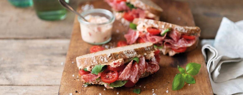 Tomaten-Salami-Sandwich