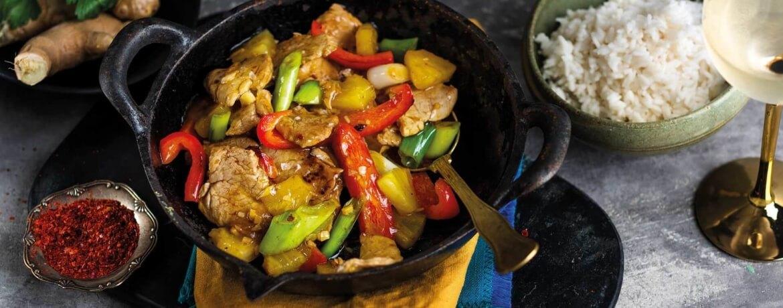 Scharfes Schweinefilet mit Ananas-Wok-Gemüse und Reis