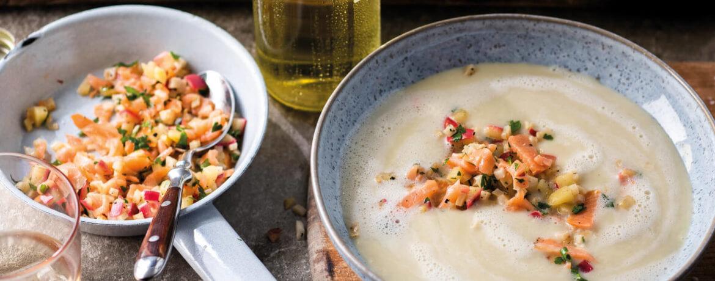 Cremesuppe mit Apfel, Sellerie und Lachs