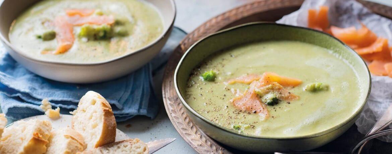 Brokkolicremesuppe mit Lachsstreifen