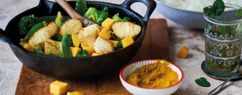 Curryfisch mit Brokkoli-Mango-Gemüse
