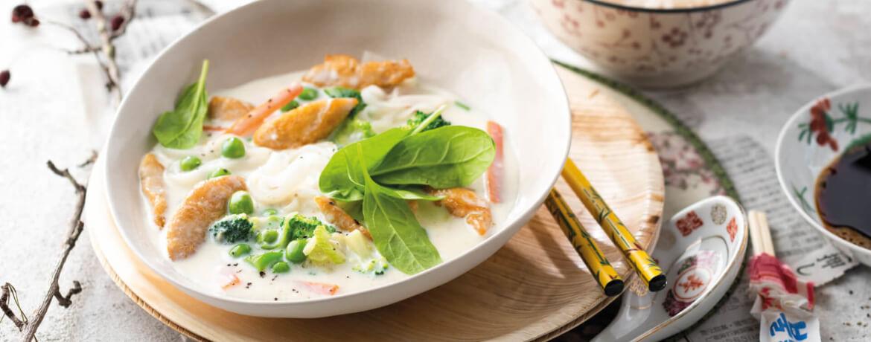 Kokos-Gemüse-Suppe mit Hähnchen