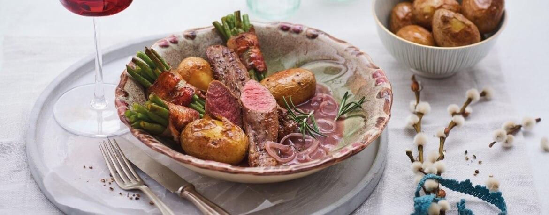 Lammfilet mit gerollten Bohnen zu Honig-Kartoffeln an Soße mit Rosmarin