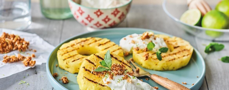 Ananas mit Kokos-Creme und Krokant