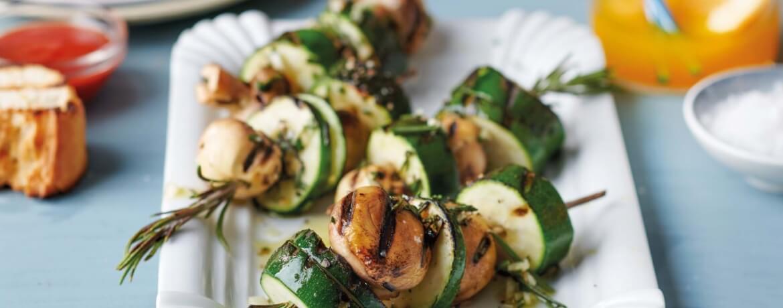 Pilz-Zucchini-Spieße in Knoblauchmarinade