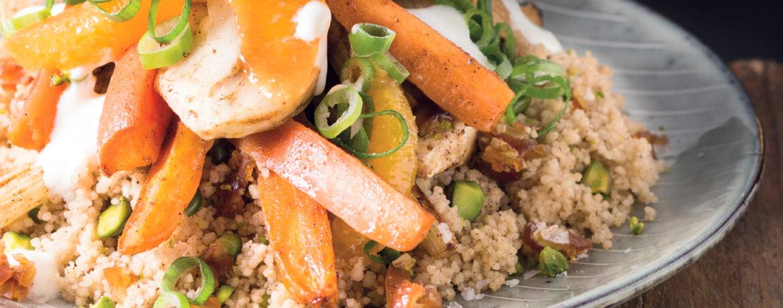 Ofengeröstetes Karotten-Fenchel-Gemüse mit Dattelcouscous und Pistazien