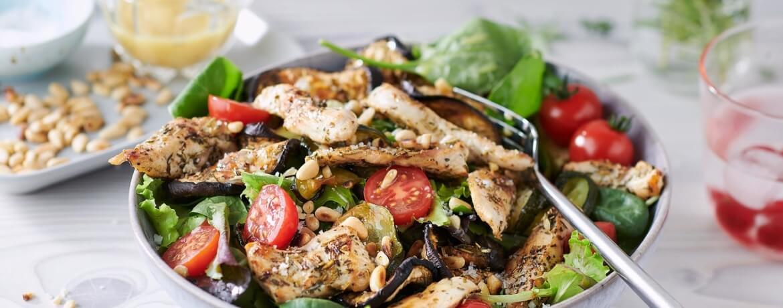 Salat der Provence mit Hähnchenbruststreifen