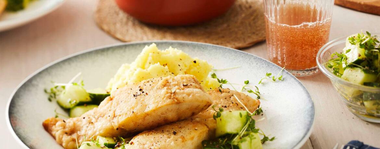 Seelachs mit Kartoffel-Meerrettich-Püree und Kresse-Salat
