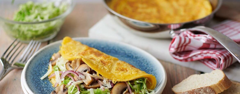 Herbstliches Omelette mit Spitzkohl und Pilzen