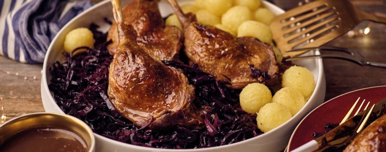 Gänsekeule mit Rotkohl und Kartoffelklößen