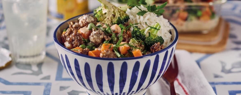 Hackfleisch-Gemüse-Sauce mit Reis