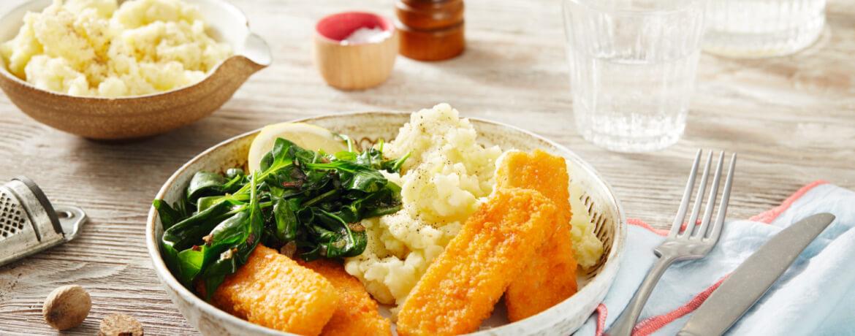 Vegane Fischstäbchen mit Kartoffelpüree und Spinat