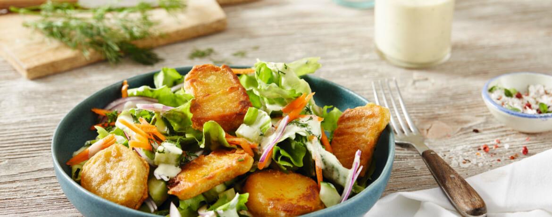Gemischter Salat mit veganen Nuggets