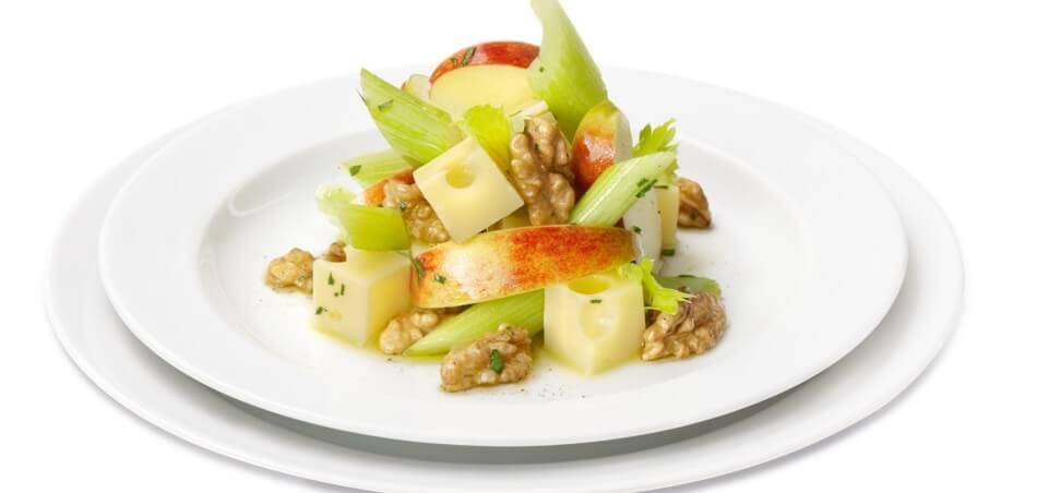 Walnuss-Käse-Salat mit Äpfeln