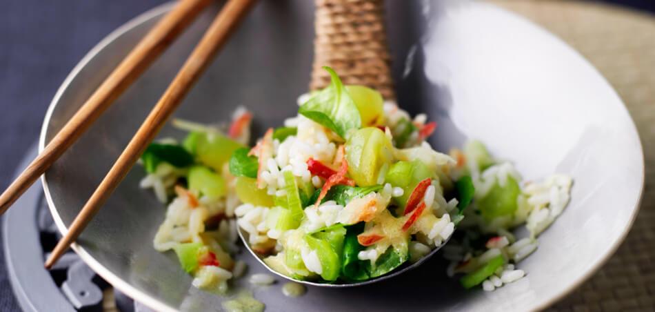 Fruchtiger Reis-Salat mit Apfel und Sellerie