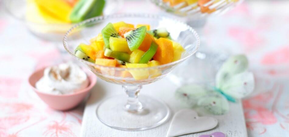 Exotischer Fruchtsalat mit Zimtquark
