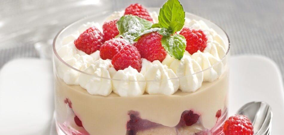 Schoko-Trifle mit marinierten Himbeeren