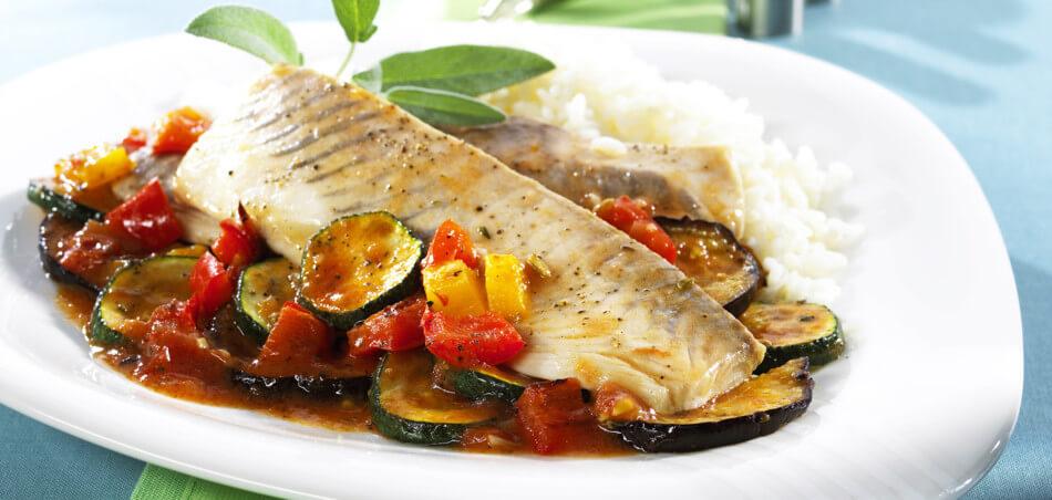 Geräucherte Filets von der Makrele mit Ratatouille und Reis