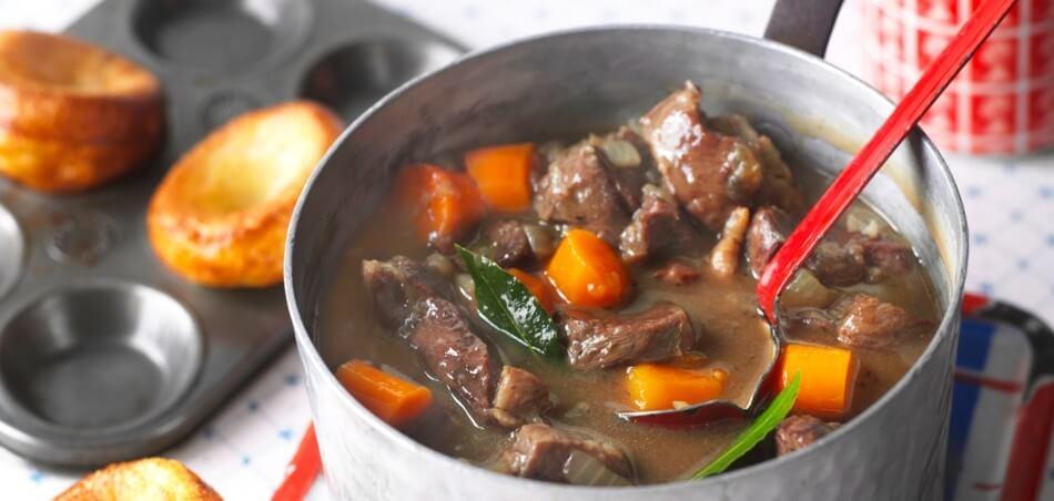 Beef and Beer Rinder-Gulasch mit Yorkshire Pudding