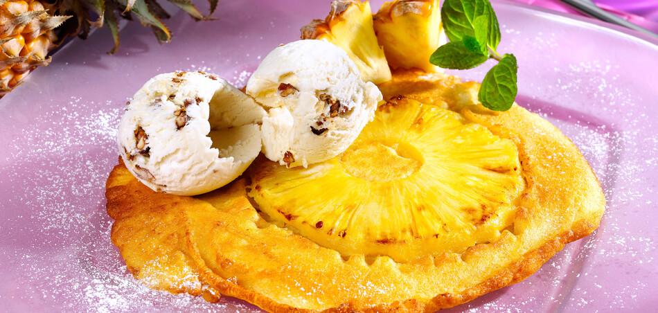Ananas-Pfannkuchen mit Eiscreme
