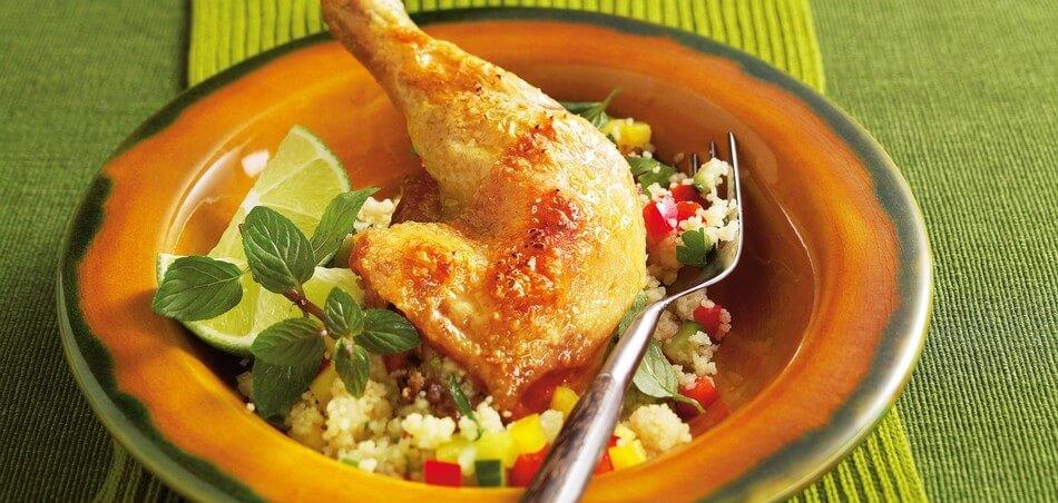 Hähnchenschenkel aus dem Ofen mit Couscous-Salat