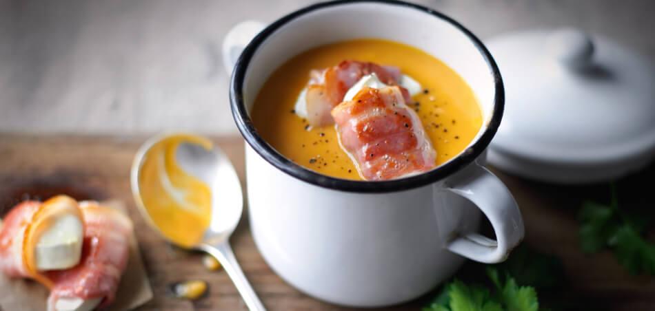 Süßkartoffel-Karotten-Suppe mit gebratenen Talern vom Ziegenkäse