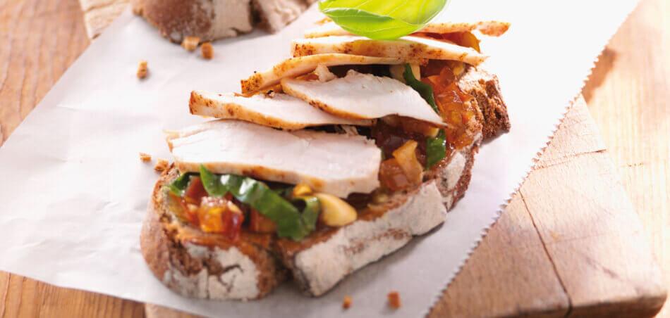 Hähnchen-Sandwich mit Apfel-Senf-Chutney