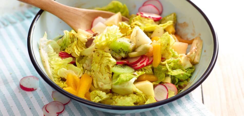 Bunter Salat mit Kiwi und Melone
