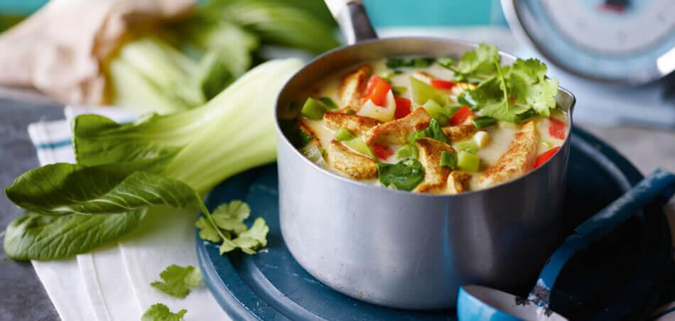 Pak-Choi-Kokos-Suppe mit Putenstreifen