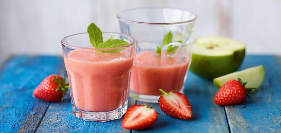 Erdbeer-Apfel-Smoothie mit Minze