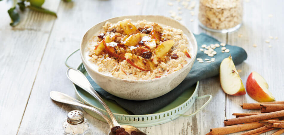 Apfel-Porridge mit Rosinen und Zimt