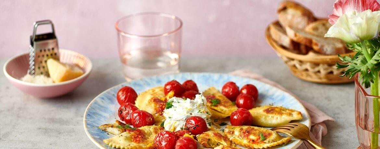Gebratene Pasta mit Tomaten und Dill-Creme