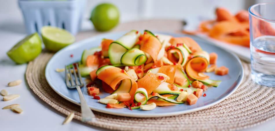 Zucchinisalat mit Mango und Karotten