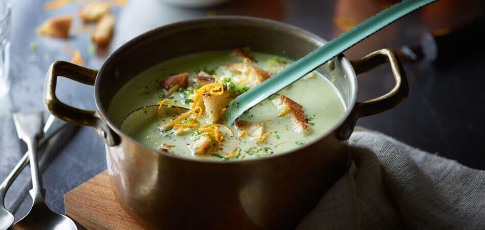 Erbsen-Orangen-Suppe mit Croûtons