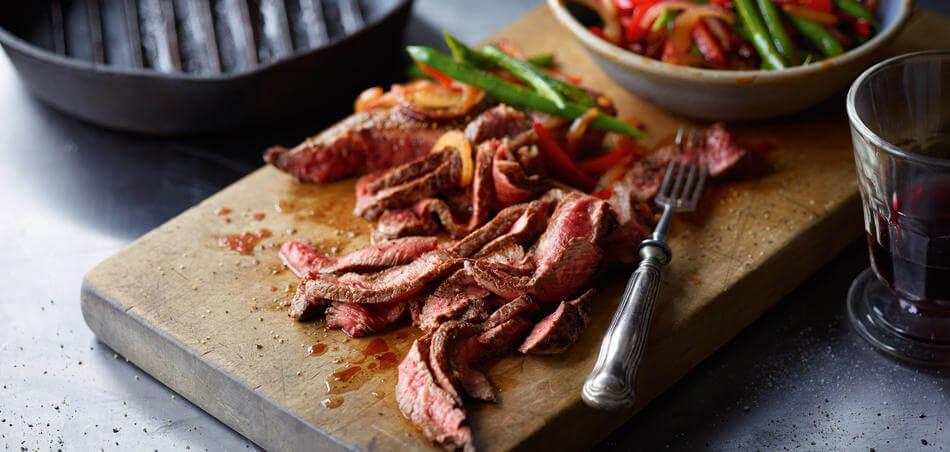 Steaks mit Bohnen-Paprika-Gemüse