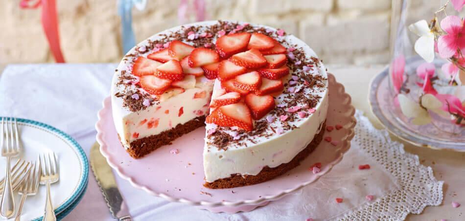 Erdbeer-Quark-Torte mit Schokoboden