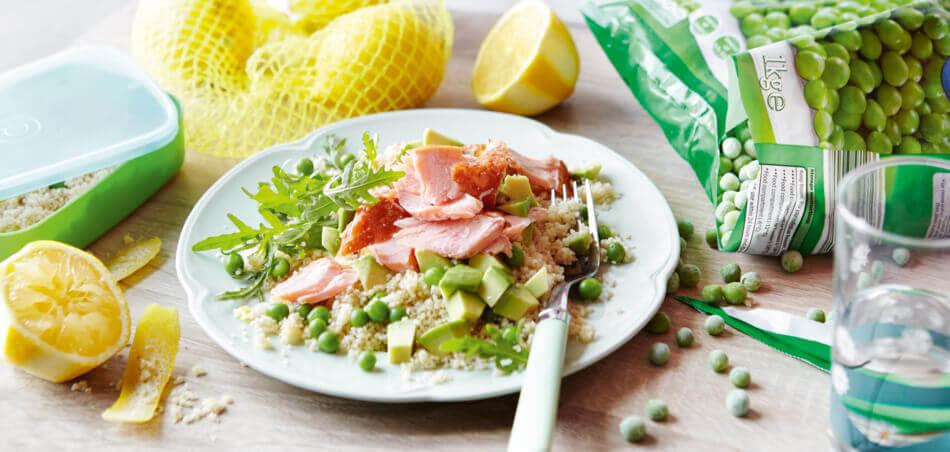 Zitronen-Couscous mit Avocado und Lachs