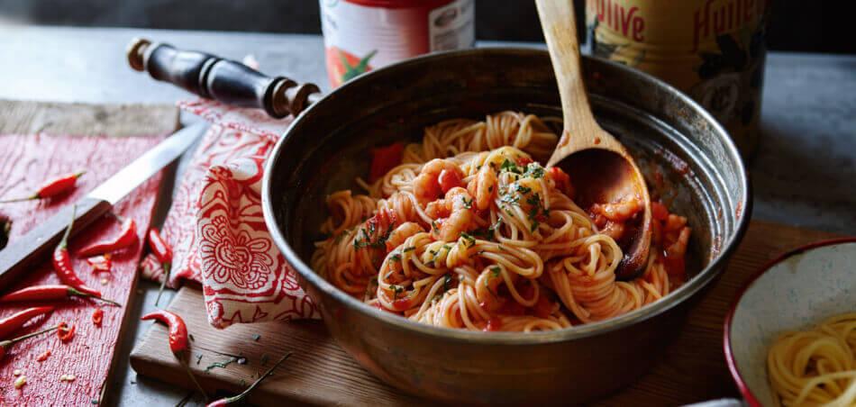 Spaghetti mit scharfer Garnelen-Tomatensoße