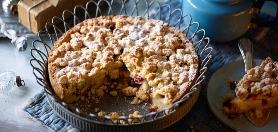 Birnen-Haselnuss-Streuselkuchen mit Cranberries
