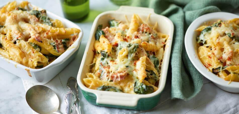 Überbackene Käse-Nudeln mit Spinat und Schinken