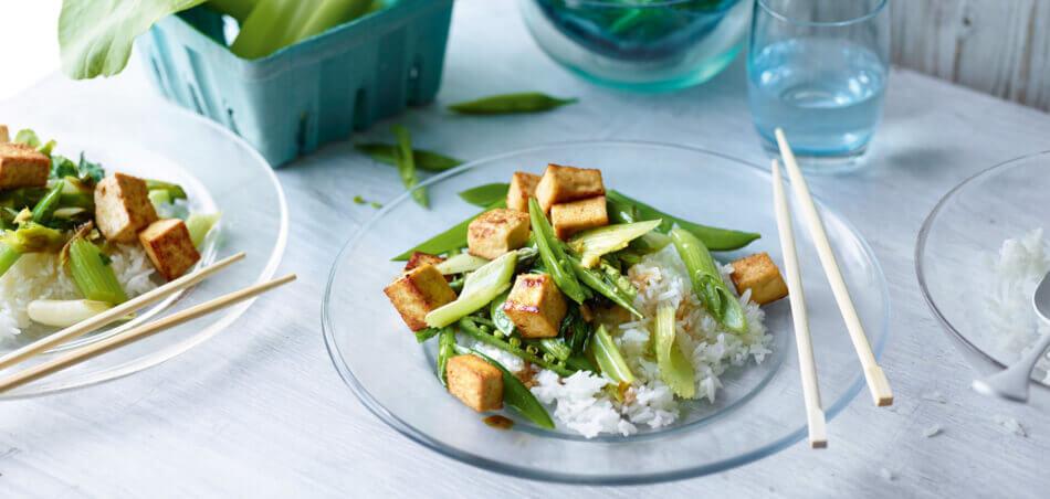 Grünes Wok Gemüse mit Tofu
