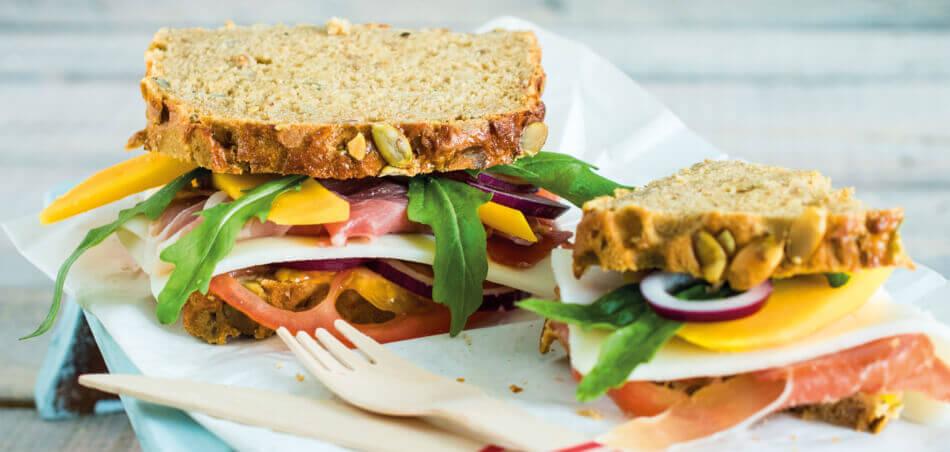 Fruchtiges Schinken-Käse-Sandwich