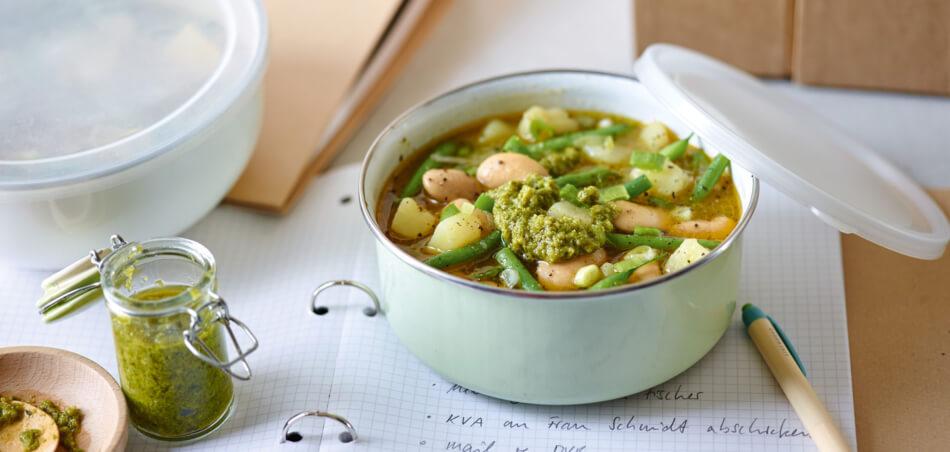 Kartoffel-Bohnen-Suppe mit Mandelpesto