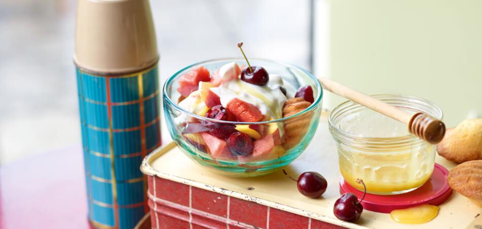 Joghurtdessert mit Früchten