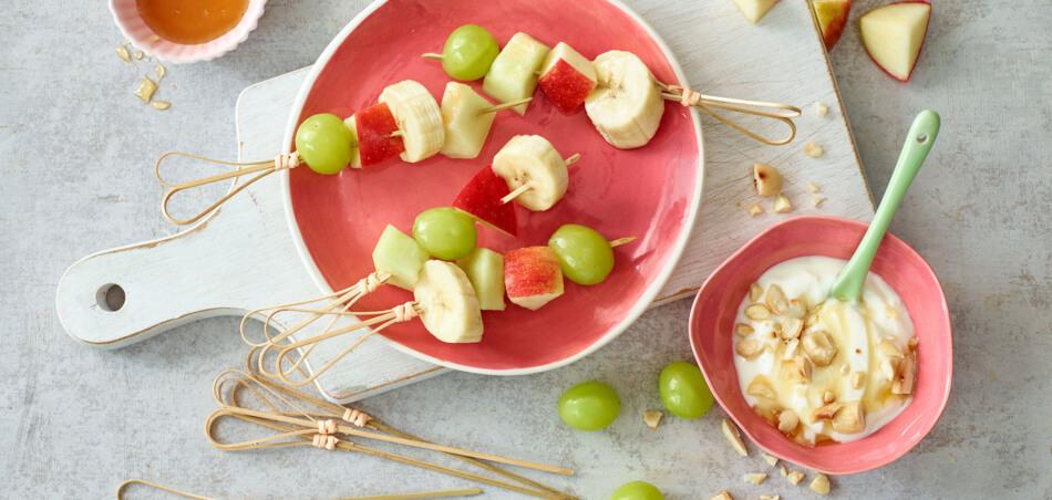 Obstspieße mit Joghurt-Dip