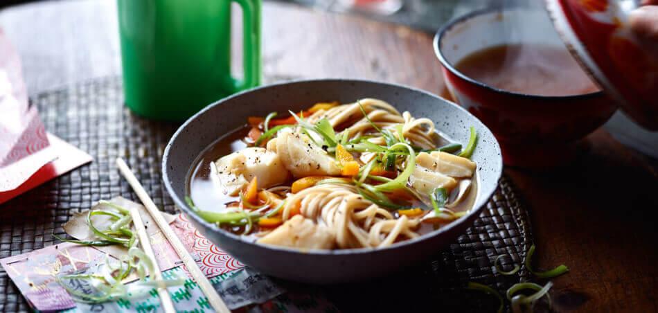 Asiatische Nudelsuppe mit Kabeljau