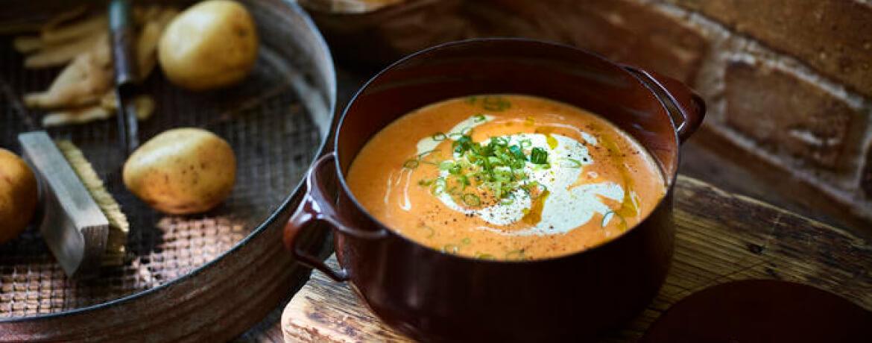 Kartoffel-Paprika-Suppe mit Crème fraîche